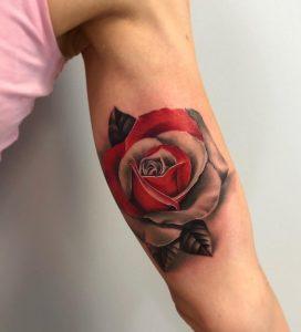 Tatuaż róży na przedramieniu - Nauka tatuowania w Ponton Tattoo School