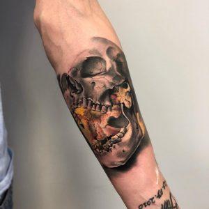 Tatuaż czaszki - dziary męskie Ponton Tattoo School