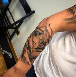 Poznańska Szkoła Tatuażu w Swarzędzu - tatuaż twarz dziewczyny